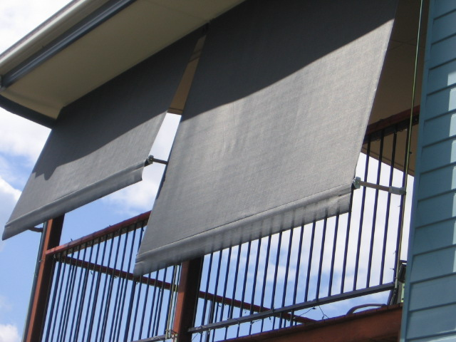 Auto Lock Arm Awning