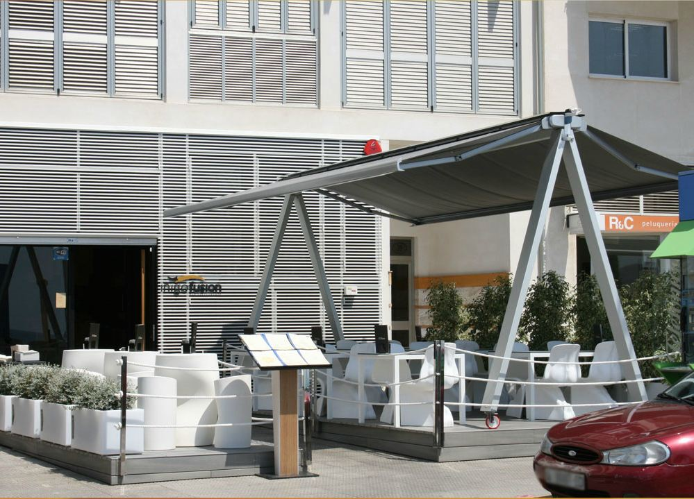 Retractable Roofing - Dual Folding Arm Awnings